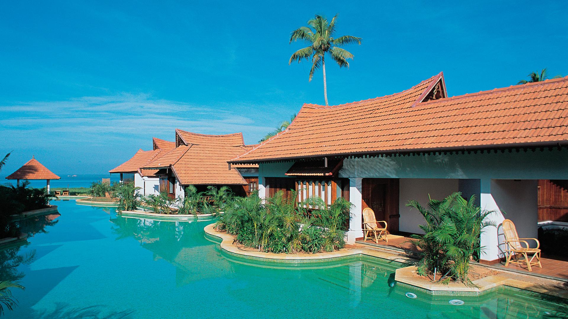 Kumarakom Lake Resort Kerala in India from Carrier